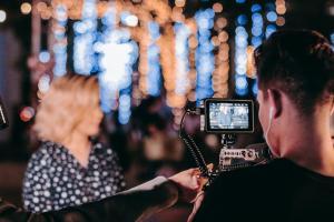 Lampy filmowe - poczuj się jak w Hollywood ze Światłolux.pl
