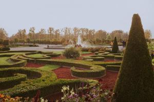 Przydomowy ogród francuski - jak oświetlić?