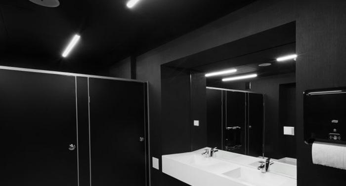Oświetlenie liniowe w łazienkach